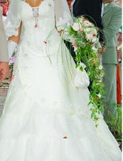шикарное свадебное платье цвета брызги шампанского,  очень красивое